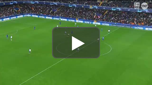 Gayá decides to stop midplay and signal for offside